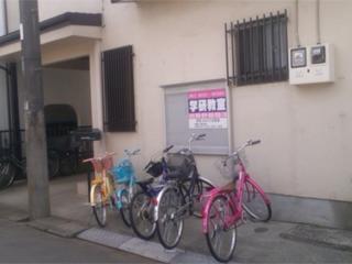 教室のピーク時は車庫にも駐輪。